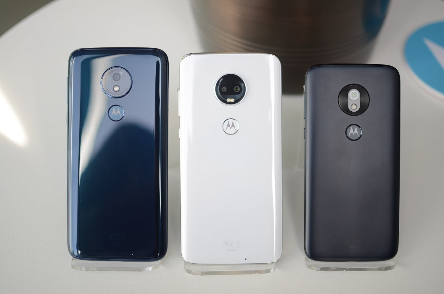 872c0aaf373 We can see popular design trends filtering down to the budget segment with  the G series. The Moto G7 has a teardrop notch in the display