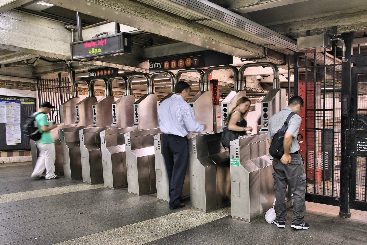 mta u0026 39 s omny system lets you use apple pay and google pay for transit