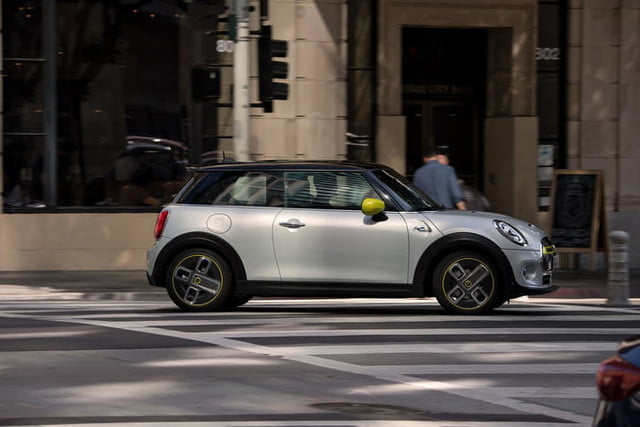 2020 Mini Cooper SE Electric City Car | Specs, Range, and Price