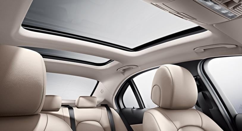 sunroofs shattering on mercedes benz cars cause still unknown. Black Bedroom Furniture Sets. Home Design Ideas