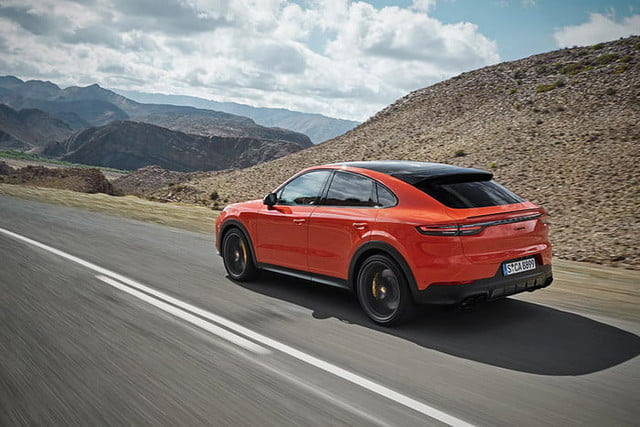 the 2020 porsche cayenne coupe is all about style 3