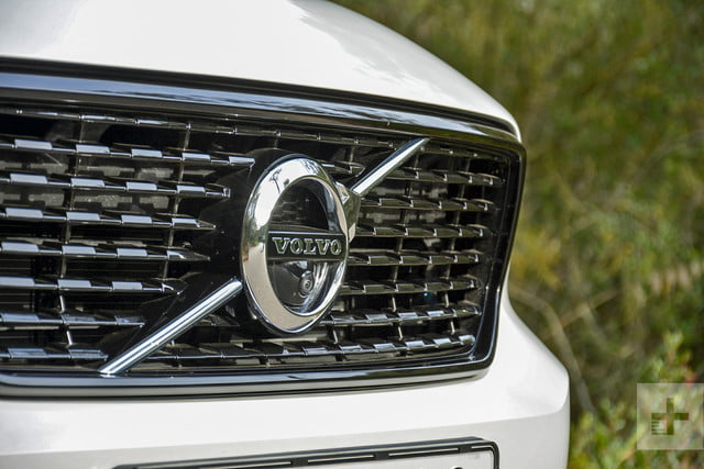 2019 Volvo XC40 first drive review grill logo