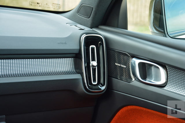 2019 Volvo XC40 first drive review passenger vent