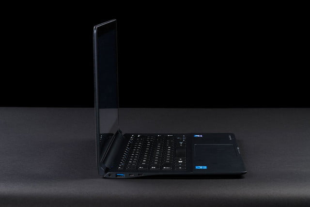 Samsung Ativ Book 9 Lite left side