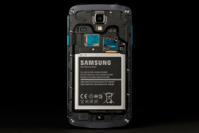 Samsung Galaxy S4 Active review back case off