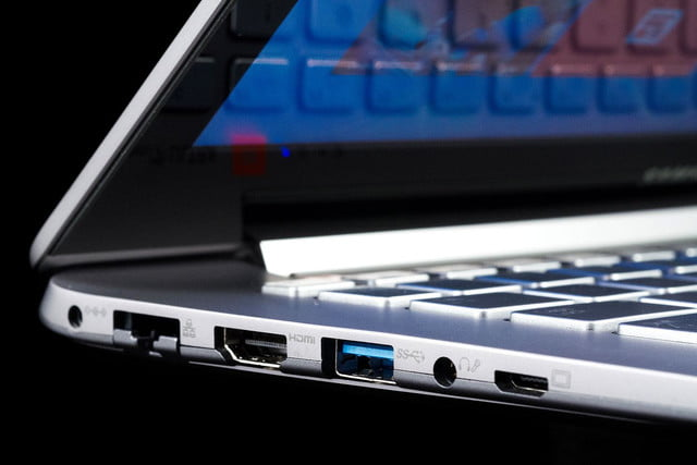Samsung Series 7 Ultra side ports
