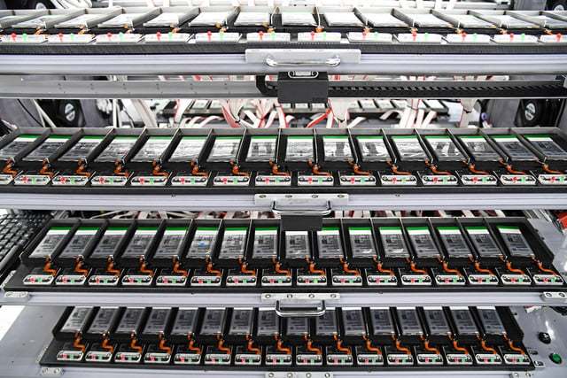 inside look at how samsung tests batteries factory tour s8 7