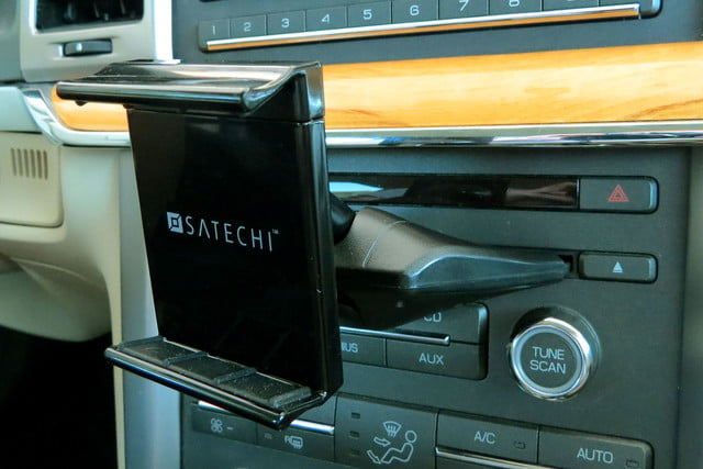 hands on satechi car mounts and accessories universal smartphone tablet cd slot dock 2