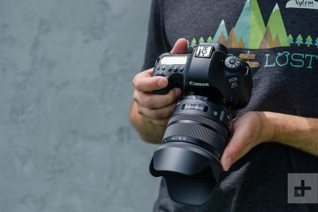 Sigma 24-70mm F2.8 Art review in hands