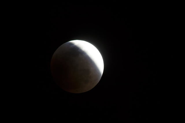 grab camera head outside now blood moon makes second appearance smp 20140414 eclipse progress 1