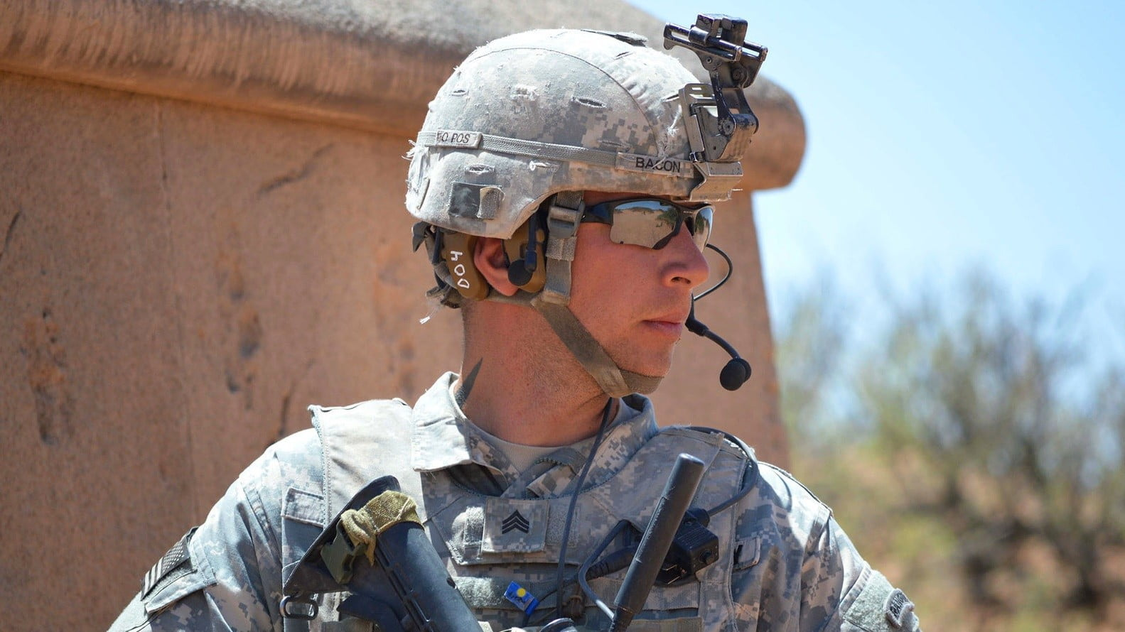 army s smart earbuds can save a soldier s hearing digital trends