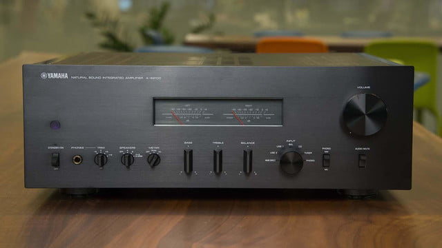 yamaha a s2100 integrated amp hands on review video  2