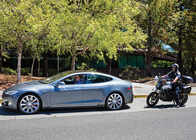 zero electric police motorcycle stops tesla model 3 dsr edition 2